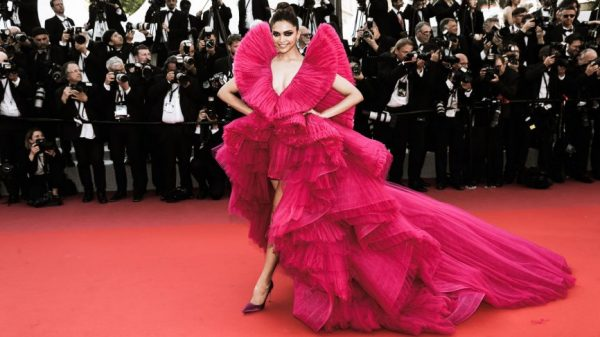 Deepika-Padukones-Ashi-Studio-gown-is-one-of-the-biggest-at-Cannes-2018-866x487